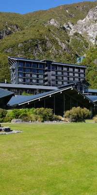 David Brokenshire, New Zealand potter and architect., dies at age 89