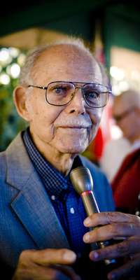 Huber Matos, Cuban dissident, dies at age 95