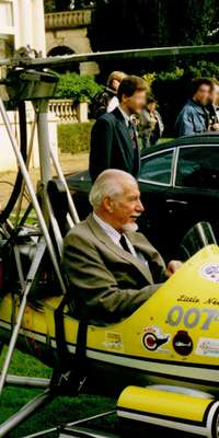 Ken Wallis, British autogyro exponent and James Bond stunt pilot., dies at age 97