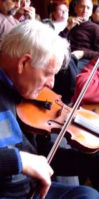 Paddy Cronin, Irish fiddler., dies at age 88