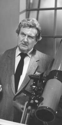 Patrick Macnee, English-American actor (The Avengers)., dies at age 93