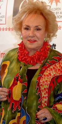 Doris Roberts, American actress (Everybody Loves Raymond), dies at age 90