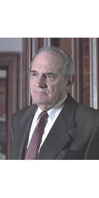 Steven Hill, American actor., dies at age 94