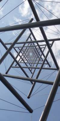 Kenneth Snelson, American sculptor (Needle Tower, dies at age 89