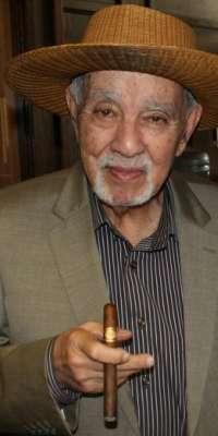 Avo Uvezian, American jazz pianist and cigar manufacturer., dies at age 91