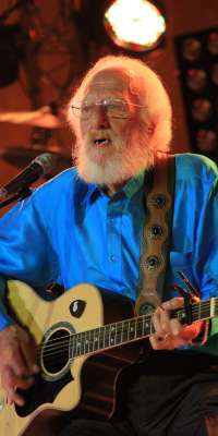 Eamonn Campbell, Irish musician (The Dubliners), dies at age 70