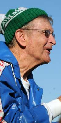 Joe Newton, American track and field coach., dies at age 88