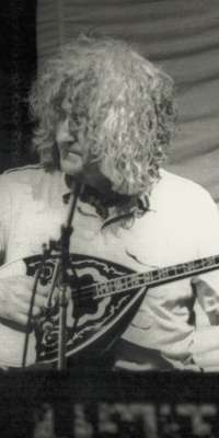 Alec Finn, English-born Irish bouzouki player (De Dannan)., dies at age 74