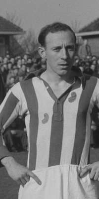 Germ Hofma, Dutch football player., dies at age 93