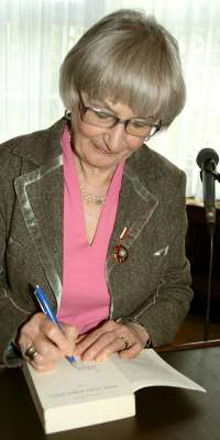 Leonie Ossowski, German writer., dies at age 93