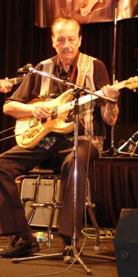 Nokie Edwards, American Hall of Fame rock musician (The Ventures), dies at age -1