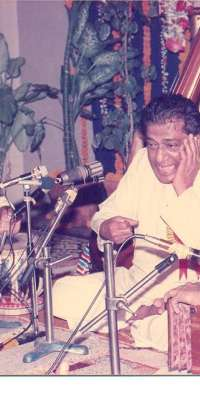 Tulsidas Borkar, Indian harmonium player, dies at age 83