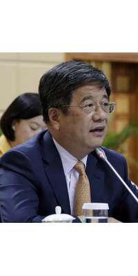 Zheng Xiaosong, Chinese politician and diplomat, dies at age 59